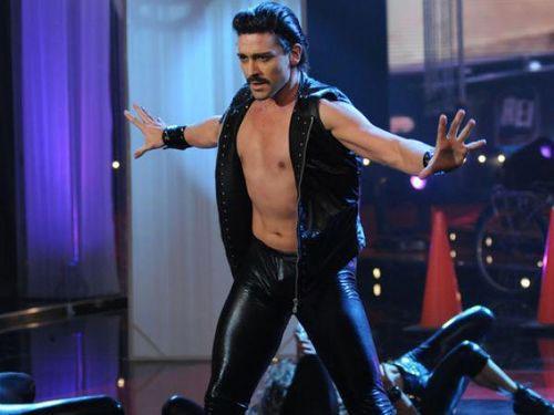 O dançarino argentino Hernán Piquín na pele de Freddie Mercury
