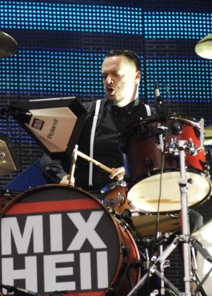 O baterista Iggor Cavalera durante o show do Mixhell no Ultra Music Festival em São Paulo