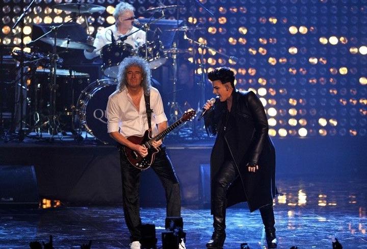 Adam Lambert se apresenta ao lado de Brian May e Roger Taylor
